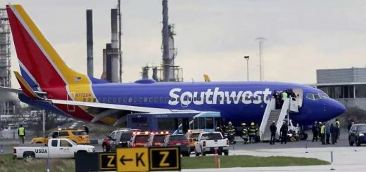 鲜血满地,上百名乘客绝望哭嚎!紧急关头,机长闭上了眼睛...